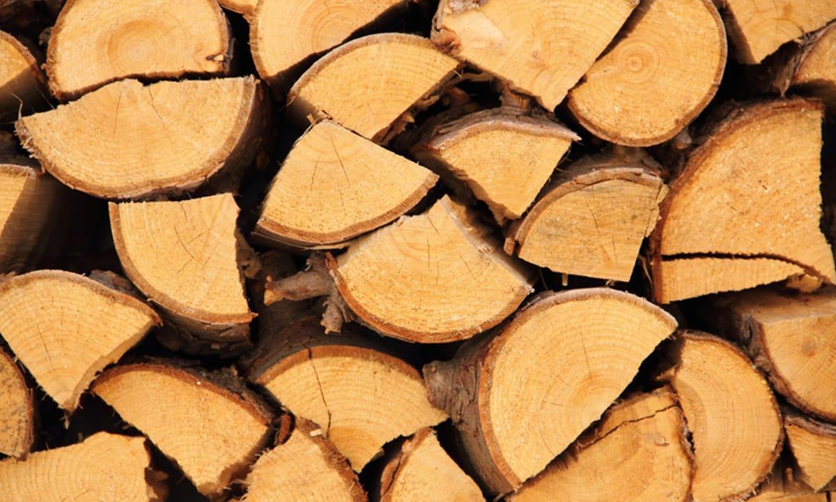 Brennholz und Kaminholz trocken